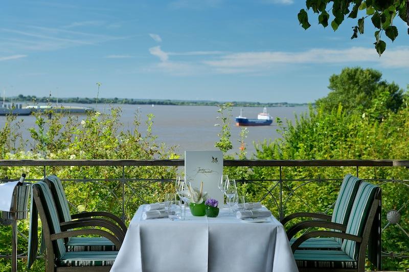 Hier entschleunigt man. Wer auf die Elbe schaut, gerät sofort ins Träumen / © Louis C. Jacob