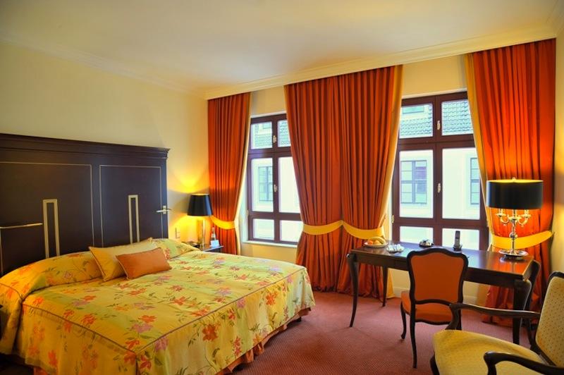 Auch die Komfort-Doppelzimmer strahlen eine Eleganz aus und laden zum Verweilen ein / © Hotel Bülow Palais