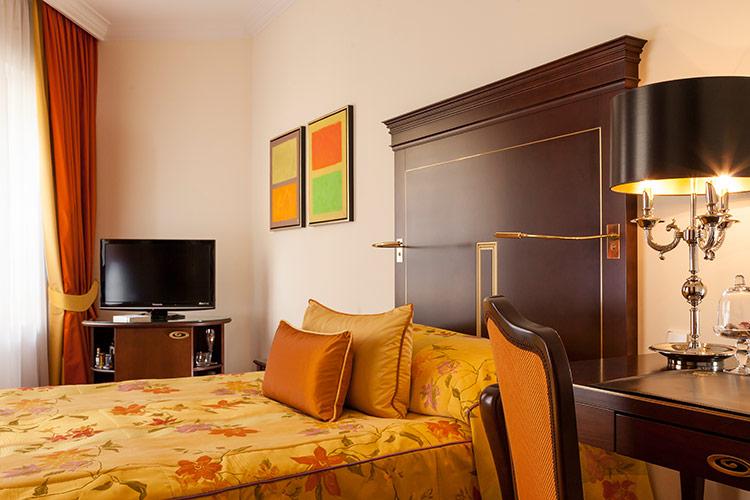 Auch die Einzelzimmer im Hotel Bülow Plais verfügen über höchsten Komfort / © Hotel Bülow Palais