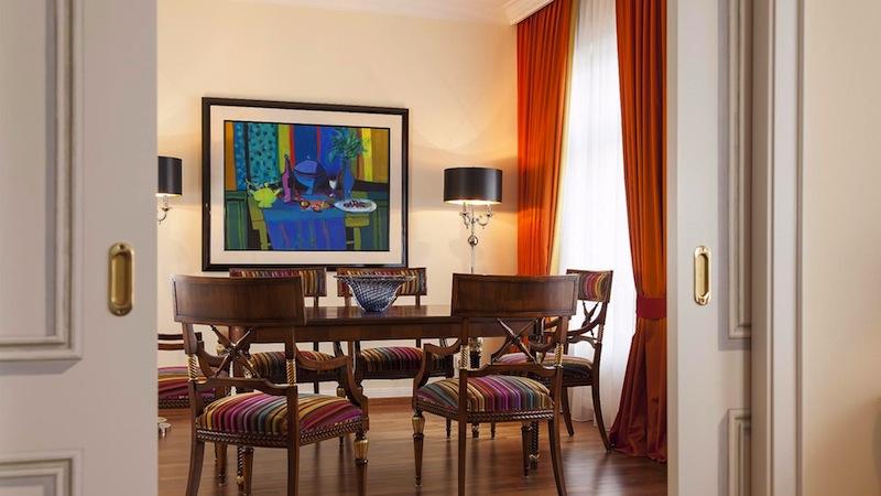 Das Speise oder Besprechungszimmer in der Palais Suite - Freiraum in allen Lagen / © Hotel Bülow Palais, Foto Klaus Lorke