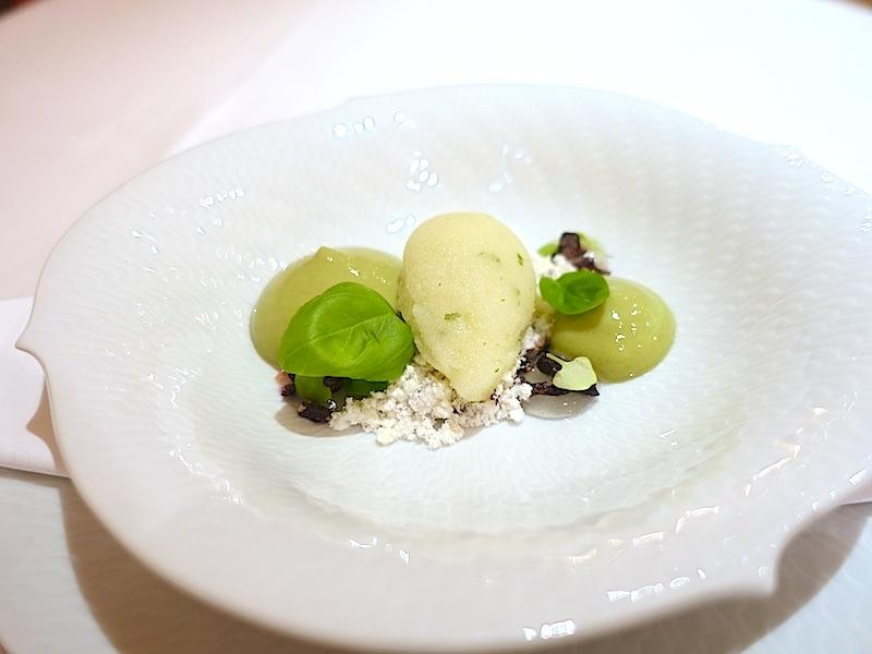 Das Dessert von Limone, Basilikum und Olive - herrlich frisch und eine tolle Geschmackskombination / © Redaktion FrontRowSociety.net