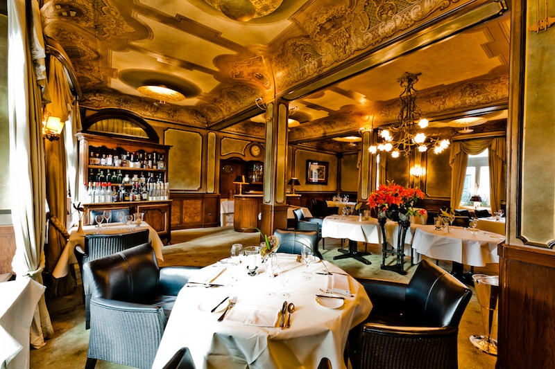 Den kulinarischen Hochgenuss können Gäste im feudalen Kronschlösschen Sterne-Restaurant genießen / © Kronenschlösschen