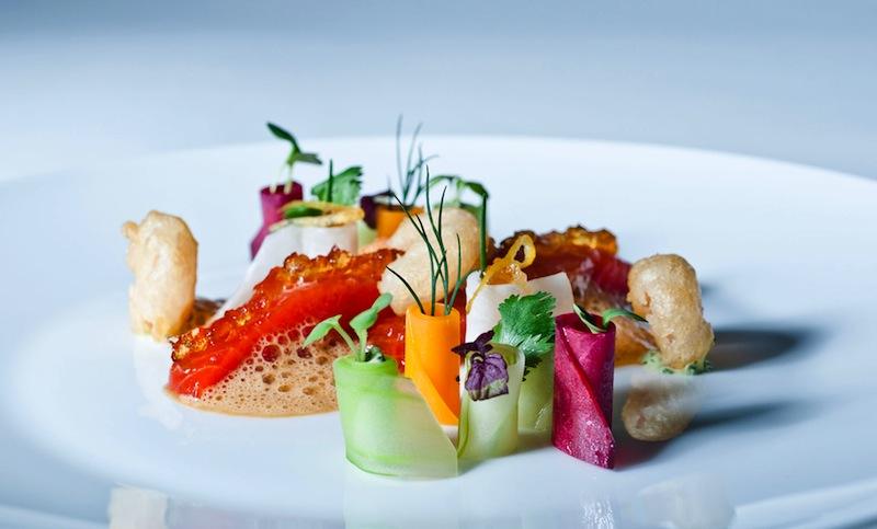 Wer bei der Kochschule von Simon Stirnal gut aufpasst, kann zu Hause beim Kochen und Anrichten auftrumpfen/ © Hotel Kronenschlösschen