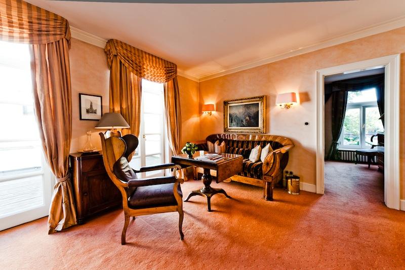 Wohnlich und mit sehr viel Freiraum kann der Gast im Hotel Kronenschlösschen residieren / © Hotel Kronenschlösschen