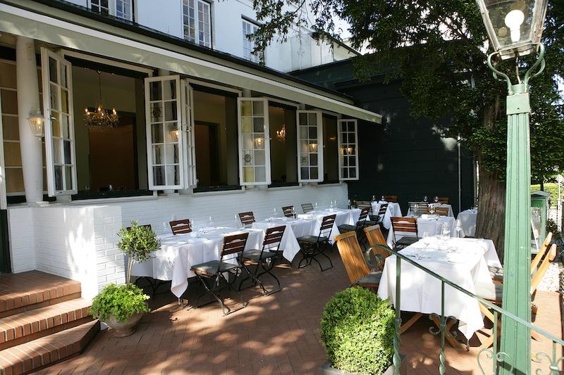 An warmen Tagen lässt sich auf der Terrasse vor dem Restaurant Anna Sgroi herrlich speisen / © Foto Restaurant Anna Sgroi