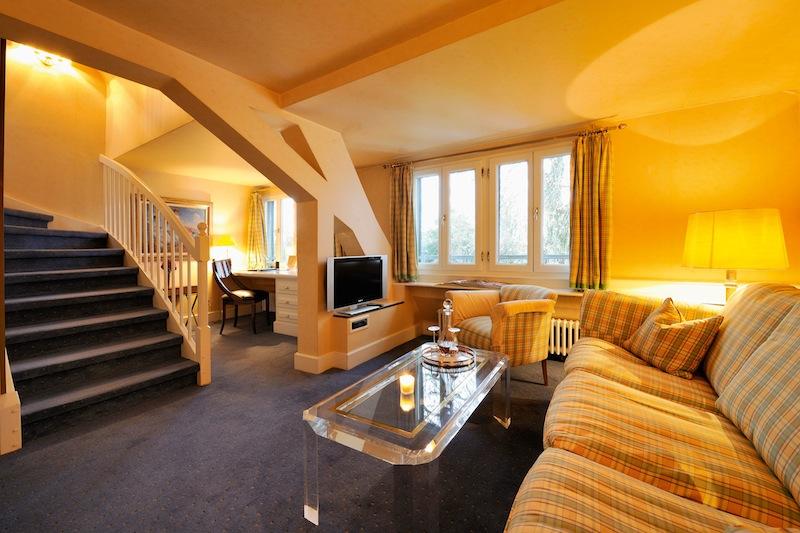 Das Interieur ist in hellen Farben gehalten und fügt sich harmonisch in das Gesamtkonzept des Hauses ein / © Hotel Kronenschlösschen