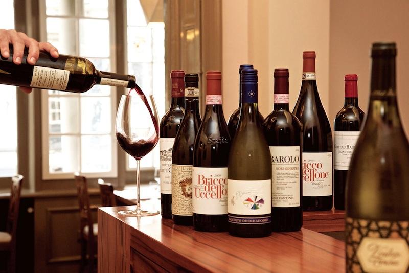 Zu feinen und schmackhaften Kreationen der Sterneköchin liegt der Schwerpunkt auf italienischen Weinen / © Foto Restaurant Anna Sgroi