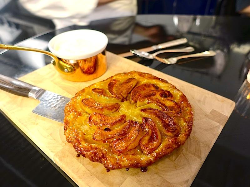 Am Chefs Table gab es Apfeltarte. Da musste schnell ein Schappschuss her / © Redaktion FrontRowSociety.net