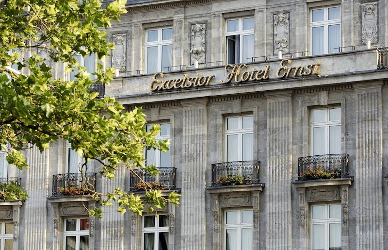 Das Excelsior Hotel Ernst wird fortlaufend renoviert - in den letzten Hundert Jahren musste es schon einiges erleiden / © Excelsior Hotel Ernst