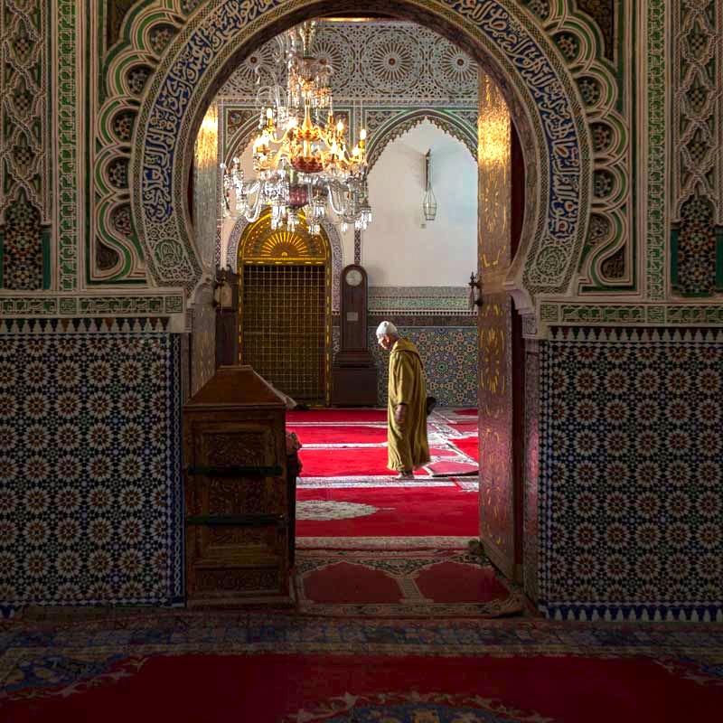 Zum Gebet geht es in eine der 400 Moscheen. Und das bis zu sieben mal am Tag / © FrontRowSociety.net, Foto Georg Berg