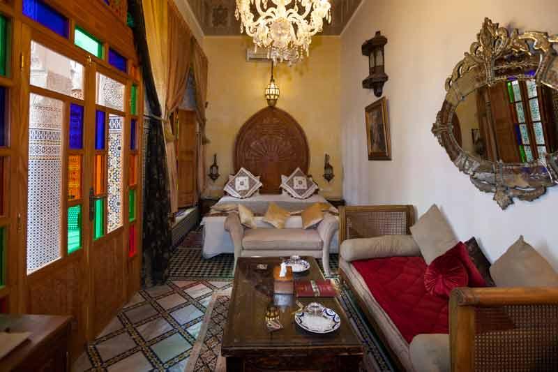 Die Ambassador Suite Chriffa verfügt über ein Queensize-Doppelbett, zwei Sofas und zwei weitere Betten / © FrontRowSociety.net, Foto Georg Berg