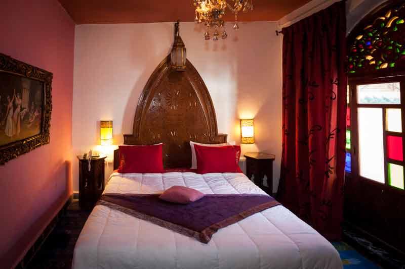 Sachlich ist das Schlafzimmer der Ambassador Suite Toufik / © FrontRowSociety.net, Foto Georg Berg
