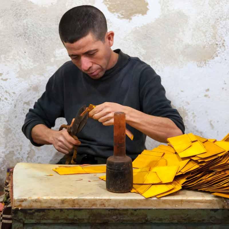 Am Rand des Gerberviertels wird das Leder zu Taschen, Schuhen und Kleidungsstücken weiterverarbeitet / © FrontRowSociety.net, Foto Georg Berg