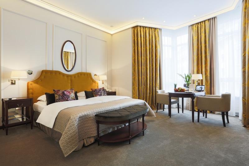 Exklusivster Wohnkomfort in der Zimmerkategorie Grand Deluxe / © Excelsior Hotel Ernst