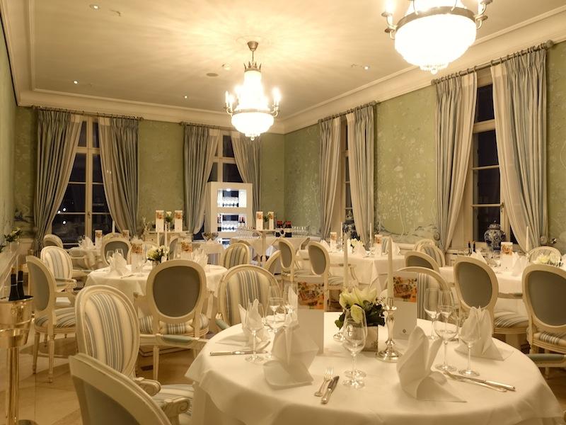 Auch im Sterne-Restaurant Friedrich Franz sind die Tische gedeckt für die anstehende Küchenparty / © Redaktion FrontRowSociety.net