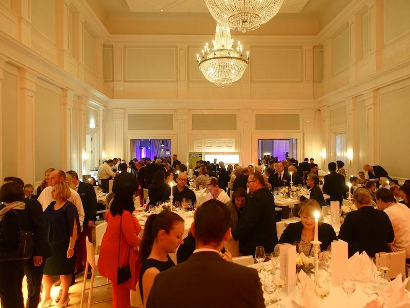 Fast 300 Gourmets waren in den großzügigen Räumlichkeiten im Grand Hotel Heiligendamm zu gegen / © Redaktion FrontRowSociety.net