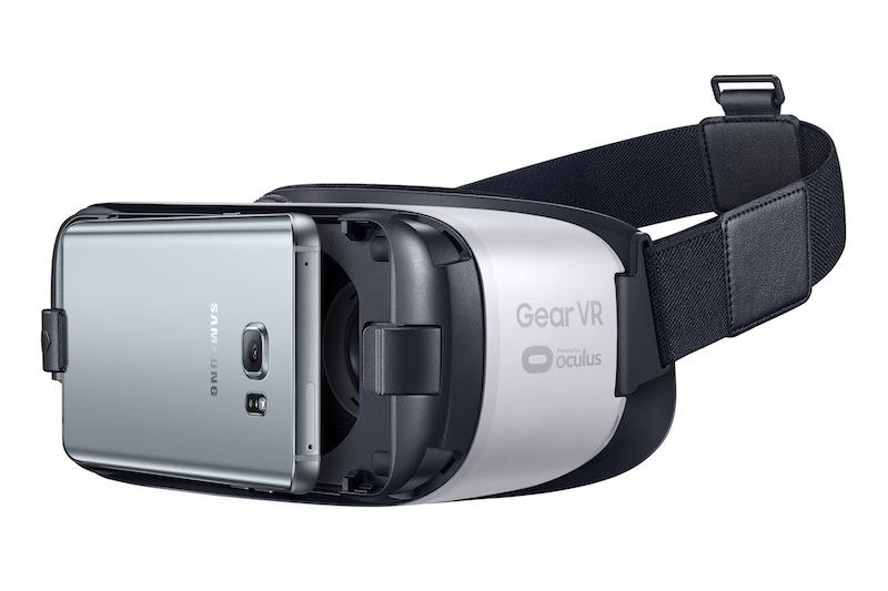 Die virtuelle Welt über's Smartphone erleben. Die VR-Brillen der verschiedensten Hersteller machen es möglich / © Foto Samsung