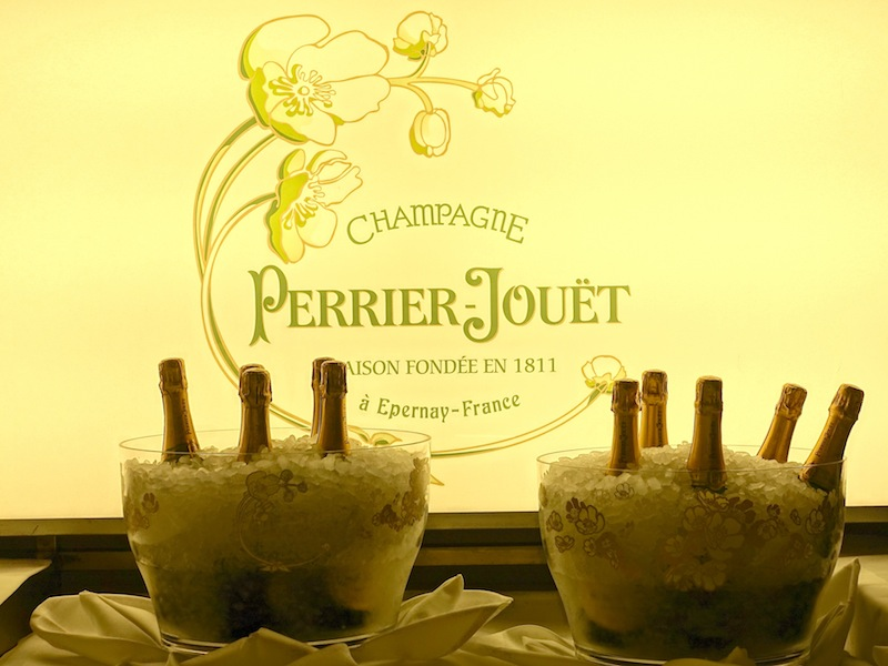 Gleich zum Empfang gab es ein Glässchen Perrier-Jouët Grand Brut Champagner / © Redaktion FrontRowSociety.net