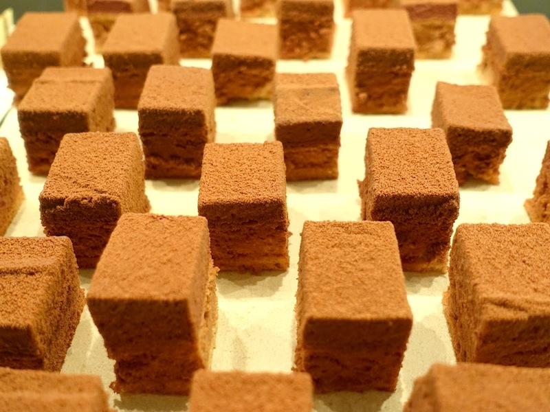 Auch die Desserts verführten die Gäste immer wieder zum Zugreifen / © Redaktion FrontRowSociety.net