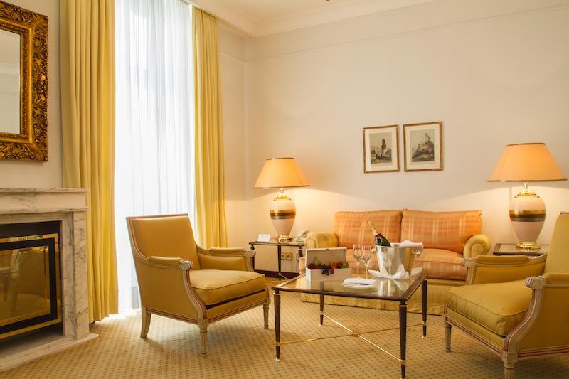 Edle Materialien und ausgesuchte Antiquitäten sind in den Suiten zu finden / © Excelsior Hotel Ernst