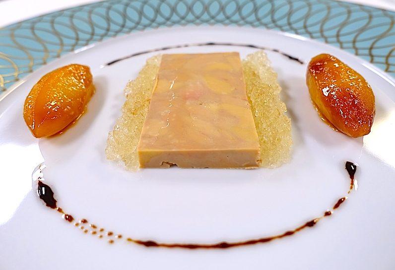 Terrine von der Entenleber mit karamellisierten Apfelspalten, Sauternesgelee und Brioch / © Redaktion FrontRowSociety.net