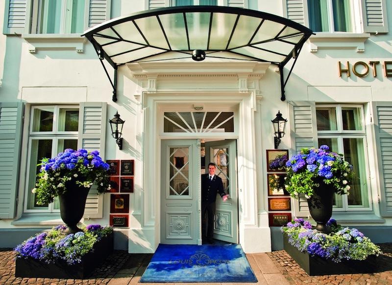 Hier im Louis C. Jacob in Hamburg war es keiner roter sondern ein blauer Teppich. Uns bereiten die Besuche in den Luxushotels sehr viel Freude / © Louis C. Jacob