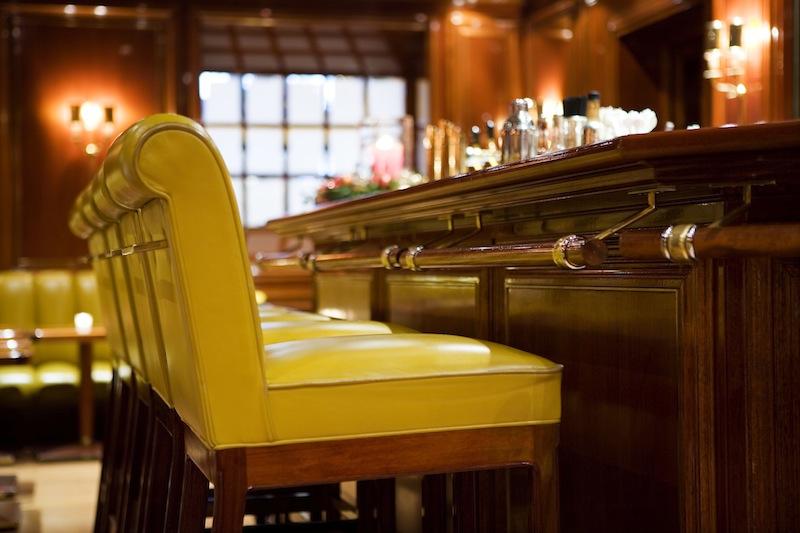 Der individuelle Charme der Piano Bar ist dem Münchener Architekten Siegwart Graf Pilati zu verdanken. Er designte diese Bar / © Excelsior Hotel Ernst