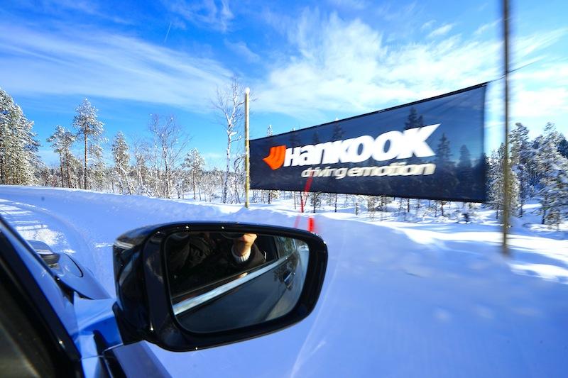 Ein schneller Schuss aus dem driftenden Fahrzeug - da kann es schon mal unscharf werden, sonst wirkt es auch so, als stehen wir ;-) / © Redaktion FrontRowSociety.net