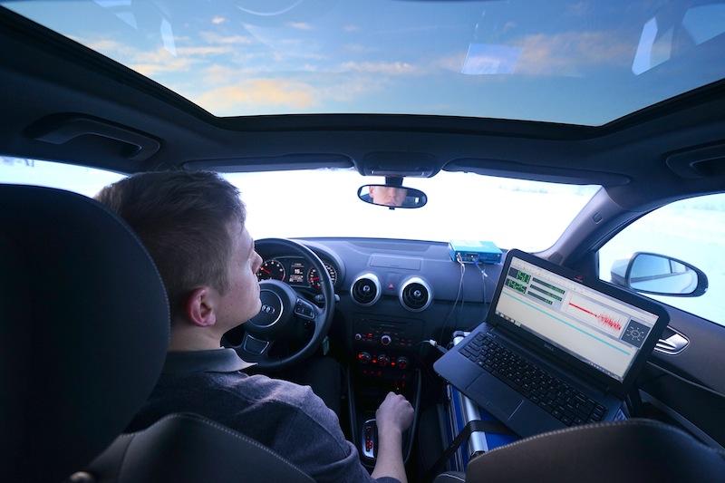 Bei Traktions- und Bremsmessungen ist heute keine voluminöse Technik mehr von Nöten; und auf dem Notebook wird sofort angezeigt, ob es die Fahrt ein gültiger Versuch war / © Redaktion FrontRowSociety.net