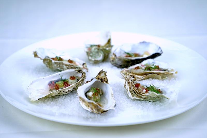 Austern auch mal ohne Champagner. Wir testen immer gerne Neues, Gewagtes oder Ungewöhnliches; diesesmal Austern mit Riesling