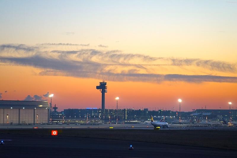 Der Standort Nordrhein-Westfalen ist international über den Flughafen Düsseldorf bestens angebunden. Mit über 23 Millionen Passagieren und über 200 Tausend Flugbewegungen pro Jahr eines der meist frequentiertesten Airports
