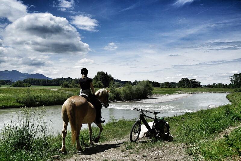 Rund um den Chiensee sind traumhafte Wege die zu Erkundungsfahrten einladen