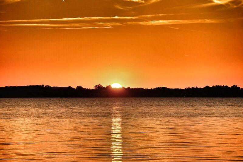 Traumhafte Sonnenuntergänge am Chiemsee kann man nahezu täglich erleben