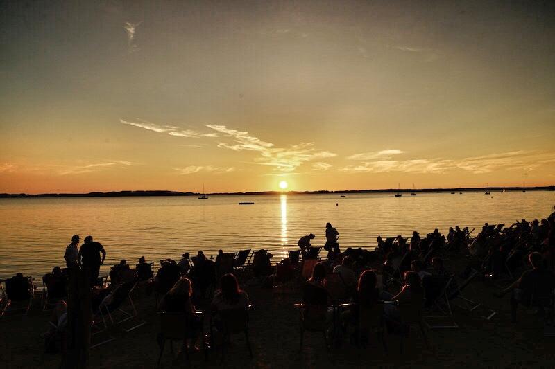 Vor Feiertagen und an Wochenenden treffen sich Tausende, um den Sonnenuntergang gemeinsam zu erleben