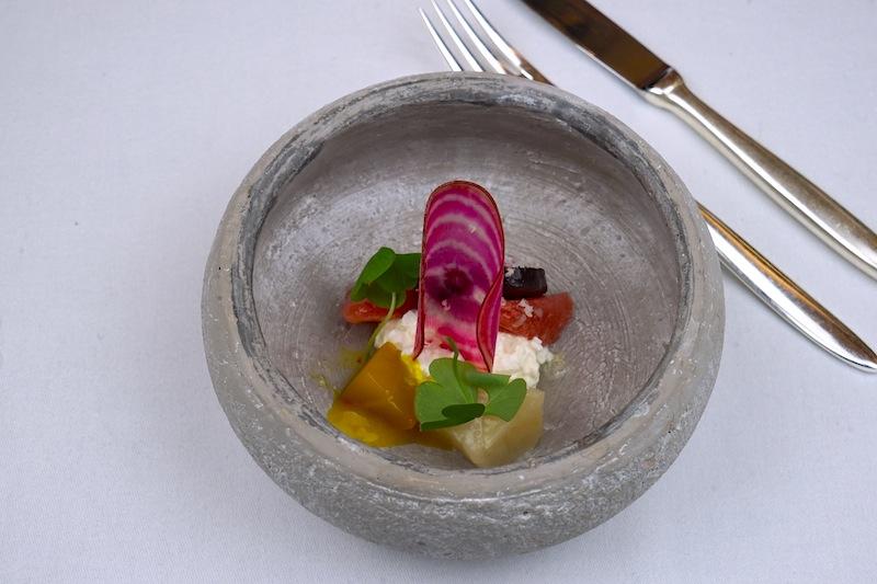 Mit Sorgfalt zubereitet und bereit zum Genießen: Winterbete in allen Farben, Rosa Grapefruit, Hüttenkäse und Sauerklee