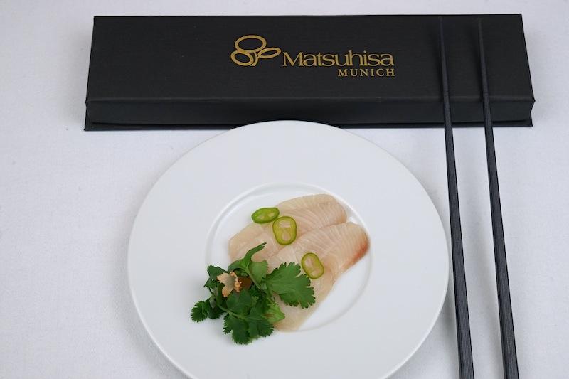 Shigeru Fujita reiste für die Küchenparty aus München und brachte Yellotail Sashimi und Jalapeño mit