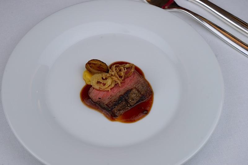 """Holger Rohkohl, ebenfalls Sous Chef in der Brasserie """"1806"""" hatte das US-Roastbeef auf den Punkt gegrillt"""