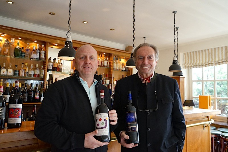 Journalist und Moderator August F. Winkler (re.) und Andreas Conrad im Bistro des Hotel Kronenschlösschen