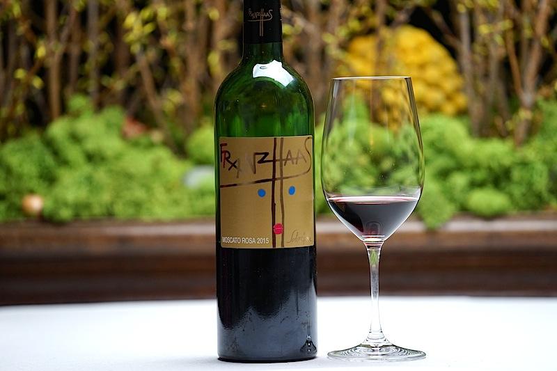 Der Rosenmuskateller vom Weingut Franz Haas besticht durch seinen intensiven Rosenduft