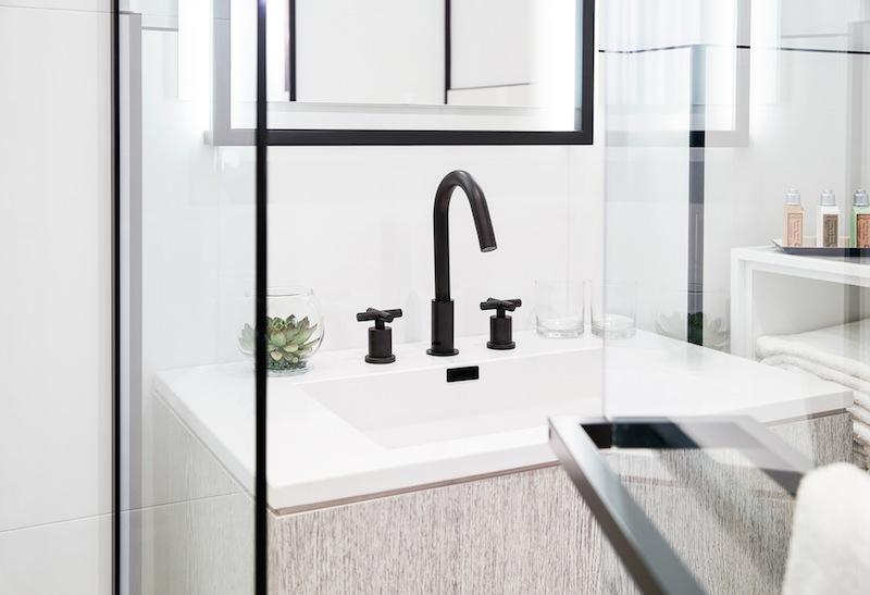 Mattschwarze Armaturen lassen Badezimmerreduziert modern und edelwirken