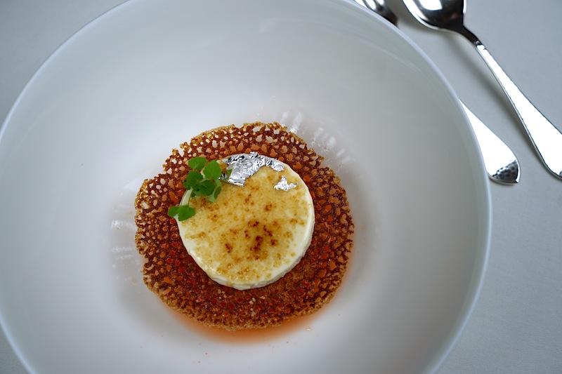 Cremé brülée aus sizilianischer Mandelmilch, das einzige nicht-französische an dem Nachtisch