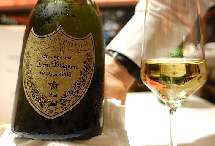 Neben erstklassiger Kulinarik und bekannten heimischen Weinen werden im 5-Sterne Design Hotel Zhero auch erlesene Tropfen - mit und ohne Perlage - kredenzt