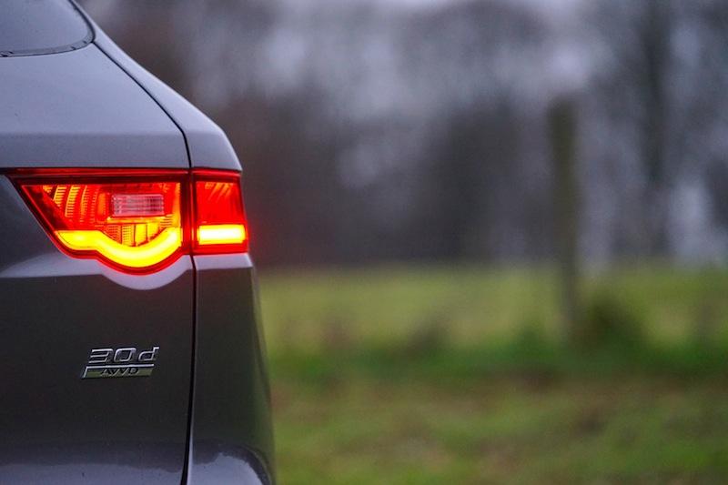 Der Jaguar F-Pace 30d AWD mit 300 PS verfügt über ein atemberaubendes Drehmoment von 700 Nm. Das ist wohl die begehrenswerteste Motorisierung des F-Pace