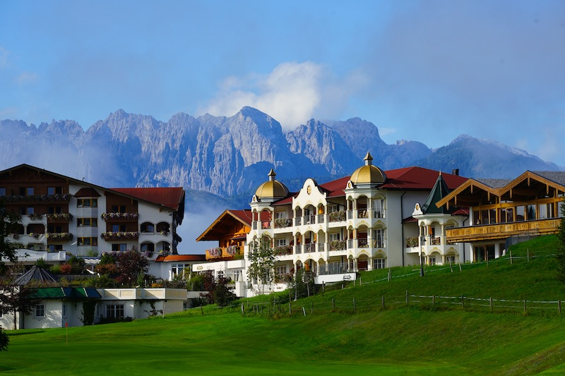 Das Hotel Peternhof liegt direkt neben dem Golfplatz