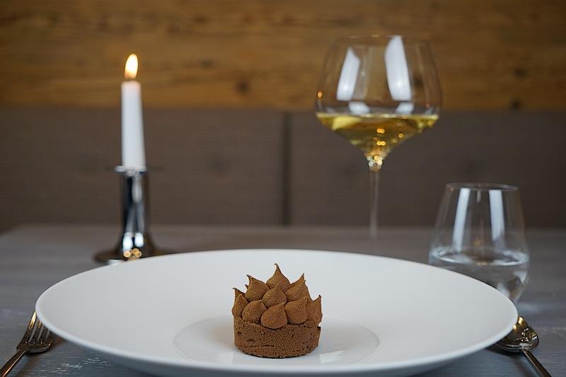 Eine Schokoladenkrone für den Genießer, echt und ehrlich auf den Teller gebracht