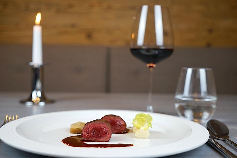Heimisches Reh kombiniert mit Pfeffer und Nashi, begleitet von einem 2014er Vulcano vom Weingut Heinz Igler