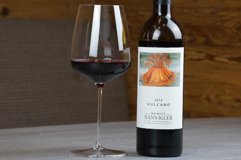 Der Rotwein Vulcano aus 2014 - vom Weingut Hans Igler aus dem Mittelburgenland - überzeugt durch nachhaltige Balance