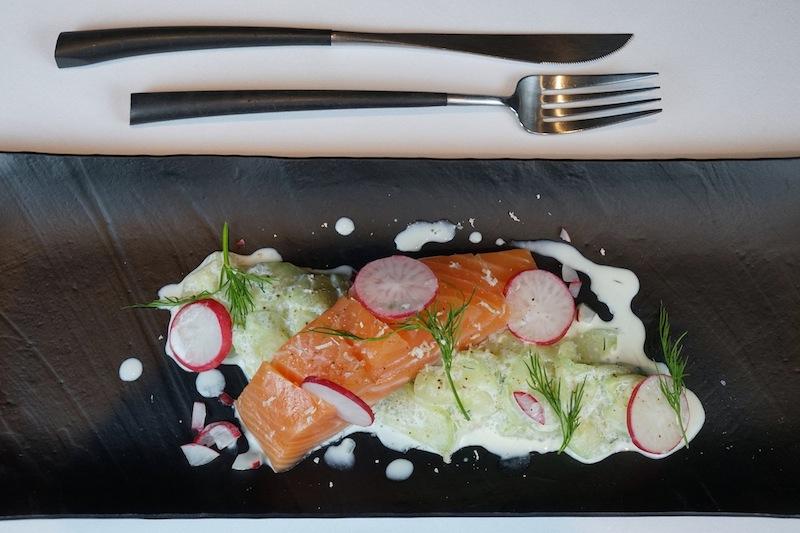Marinierte Lachs mit Radieschen und Gurkensalat