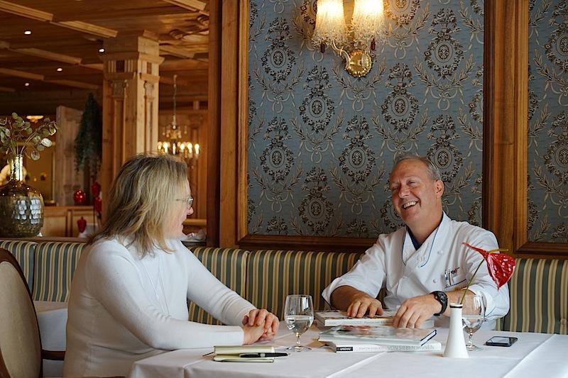 3 Hauben Koch Martin Sieberer ist fest im Paznauntal verankert. Mit glänzenden Augen erzählt er FrontRowSociety.net Redakteurin Annett Conrad von seiner Heimat Tirol und deren vielschichtigen Kulinarik