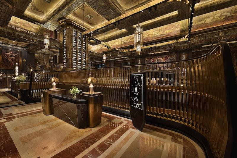 Schon die Lobby gibt einen einmaligen Blick auf die ATLAS Bar in Singapur frei